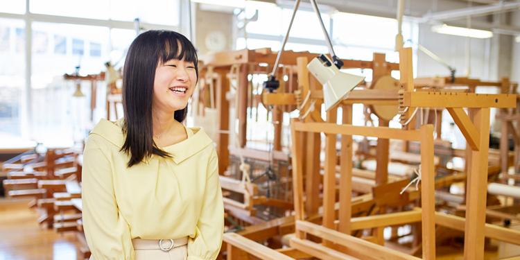 芸術学部 デザイン工芸学科 染織造形 2年 田中 優菜さん