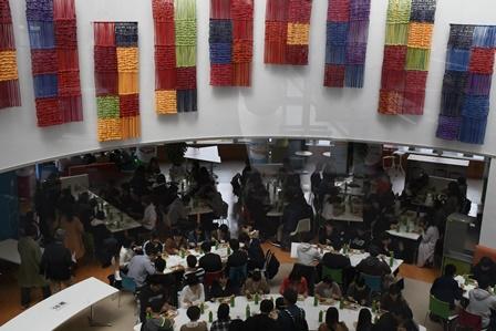 食堂で行われた昼食交流会
