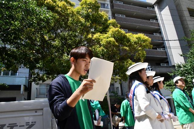 司会をするねっこ広島の学生